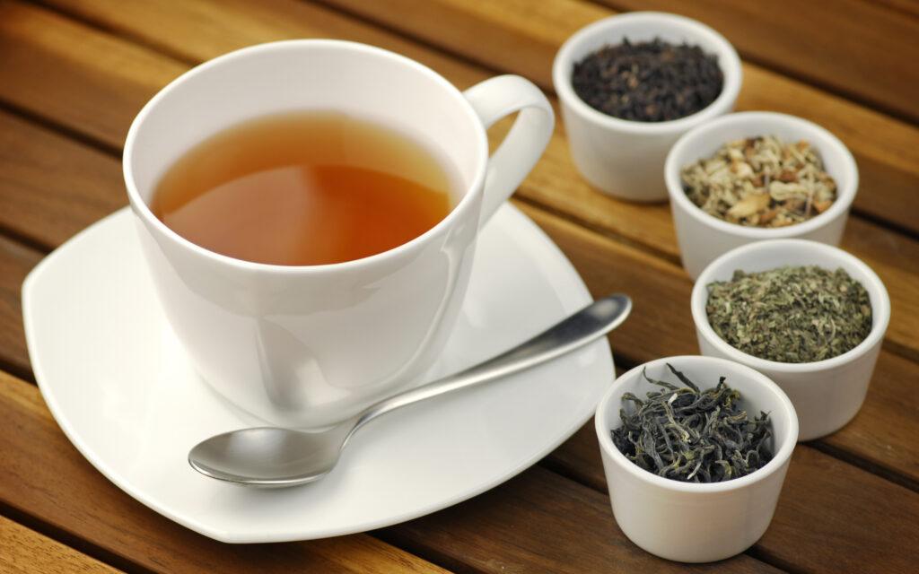 заваривать-травяной-чай-фото-1024x640.jpg